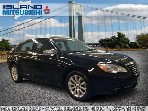 Pre-Owned 2014 Chrysler 200 4D LIMITED Front Wheel Drive Sedan